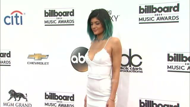 kylie jenner and kendall jenner at the 2014 billboard music awards arrivals at the mgm grand garden arena on may 18 2014 in las vegas nevada - 2014 stock videos & royalty-free footage