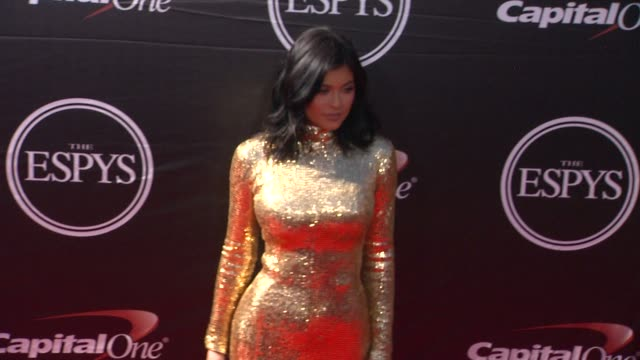 vídeos de stock, filmes e b-roll de kylie jenner at the 2015 espys at microsoft theater on july 15 2015 in los angeles california - espy awards