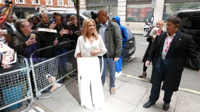vídeos y material grabado en eventos de stock de kylie minogue arriving at bbc radio 2 at celebrity sightings in london on may 03, 2019 in london, england. - bbc radio