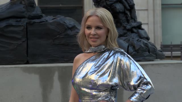 kylie minogue attends the royal academy of arts summer exhibition 2019 - party on june 4, 2019 in london, united kingdom. - kylie minogue the exhibition stock videos & royalty-free footage