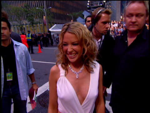 kylie minogue is attending the 2002 mtv video music awards red carpet. - 2002 stock videos & royalty-free footage