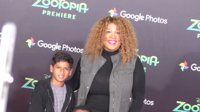 vidéos et rushes de kym whitley at the zootopia premiere at el capitan theatre in hollywood at celebrity sightings in los angeles on february 17 2016 in los angeles... - cinéma el capitan