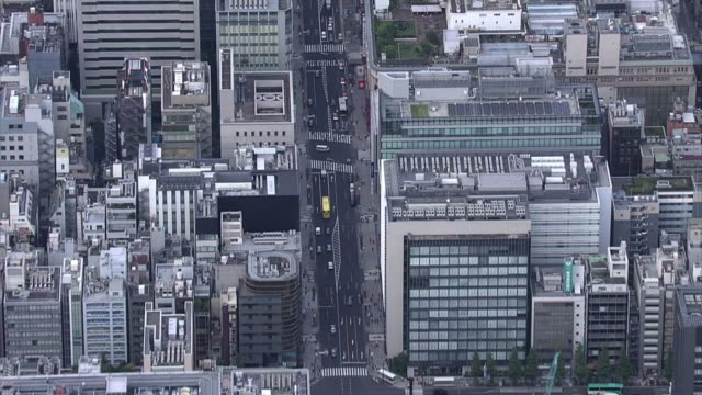 stockvideo's en b-roll-footage met aerial, kyobashi and nihonbashi along chuodori st, tokyo - financieel district
