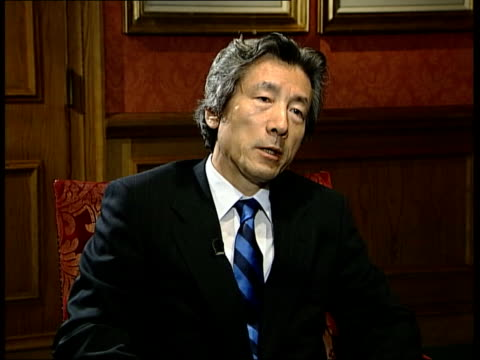 vidéos et rushes de britain and japan discussions itn england london junichiro koizumi interview sot they are against the kyoto protocol but they are not against the... - ghosn