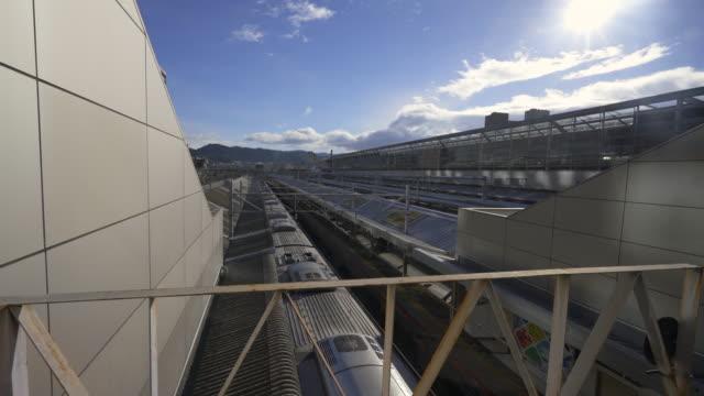 kyoto station train railway in winter - 鉄道のプラットホーム点の映像素材/bロール