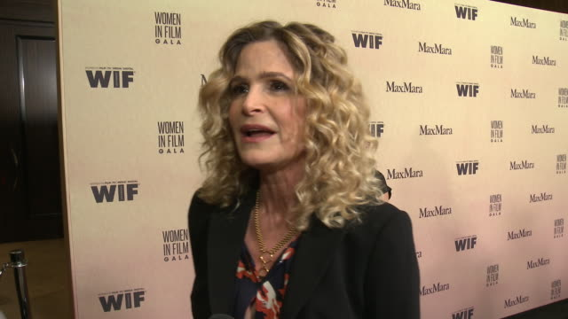 interview kyra sedgwick at 2019 women in film annual gala presented by max mara with additional support from partners delta air lines and lexus at... - delta air lines stock-videos und b-roll-filmmaterial