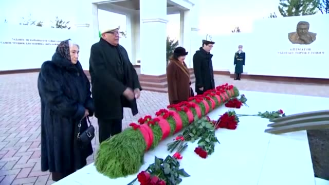 kyrgyz president sooronbay jeenbekov and other top kyrgyz officials attend a commemoration ceremony at the atabeyit memorial complex to mark the 90th... - schriftsteller stock-videos und b-roll-filmmaterial