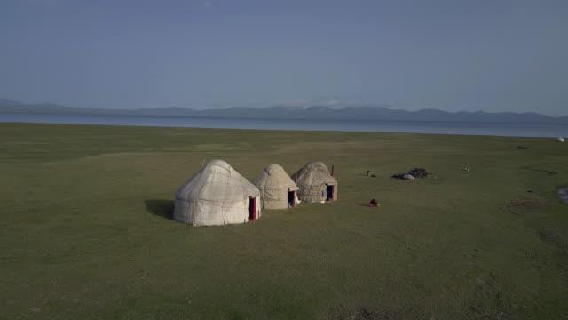 stockvideo's en b-roll-footage met kyrgyzstan, tian shan mountains, aerial view of yurt camp near the song kul high alpine lake - tent
