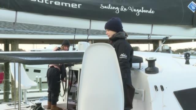 vídeos y material grabado en eventos de stock de la activista ambiental sueca greta thunberg partio de estados unidos a bordo de un catamaran el miercoles despues de mas de dos meses en america del... - naciones unidas