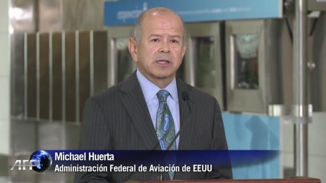 vídeos y material grabado en eventos de stock de la agencia de aviacion de eeuu flexibilizo el uso de varios dispositivos electronicos moviles en los aviones permitiendo que los pasajeros los... - ee.uu