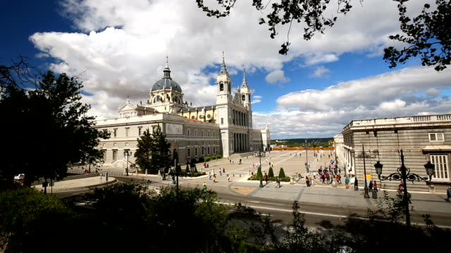 La Almudena Cathedral in Madrid, Panning