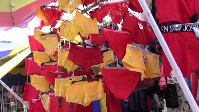 MEX: Decae venta de amuletos y artículos festivos de Año Nuevo en Ciudad de México por covid-19