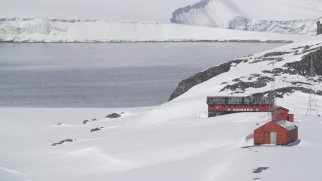 vídeos de stock, filmes e b-roll de la caida del avion militar chileno c130 demostro los riesgos de cruzar una de las rutas mas peligrosas del mundo de chile a la antartida se debe... - fuerzas de la naturaleza