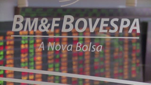 La calificadora Standard and Poor's acerco el jueves al terreno especulativo a la deuda soberana de Brasil al rebajar su calificacion a BB