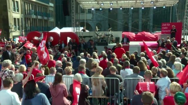 La canciller alemana Angela Merkel favorita para las elecciones y su rival socialdemocrata Martin Schulz encabezaban los mitines finales de una...