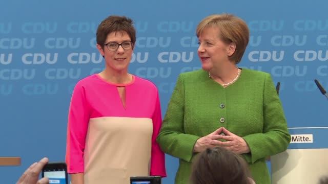La canciller alemana designo a Annegret Kramp Karrenbauer como secretaria general del PDU y es la primera senal definida respecto a su sucesion que...