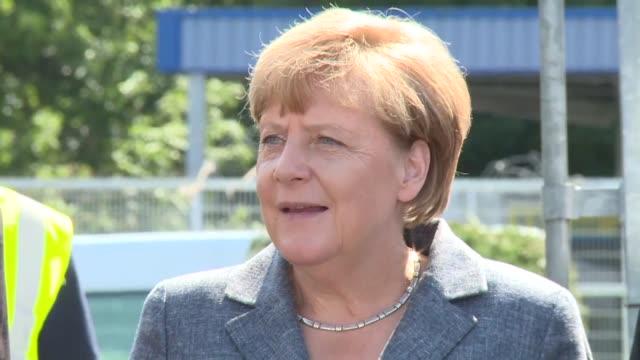 La canciller Angela Merkel afirmo este miercoles que no se toleraran en Alemania las agresiones de la extrema derecha a inmigrantes durante una...