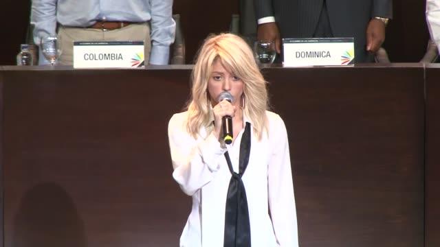 La cantante colombiana Shakira entono el sabado el himno de su pais en la VI Cumbre de las Americas que se celebra este fin de semana en Cartagena...