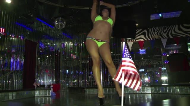 vídeos de stock, filmes e b-roll de la capital de los clubes de striptease de estados unidos tampa florida united states - stripper