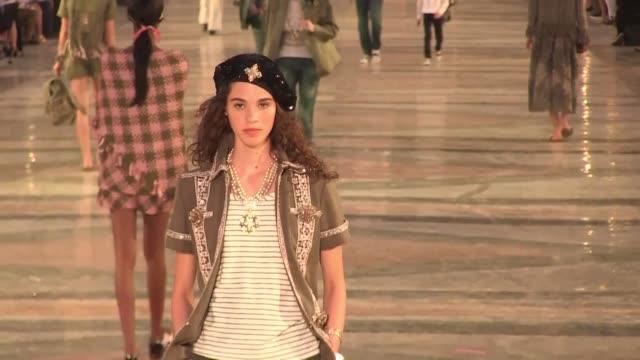 La casa de modas Chanel puso en la noche del martes el toque de glamour a la era de cambios en la Cuba comunista con su primer desfile en La Habana