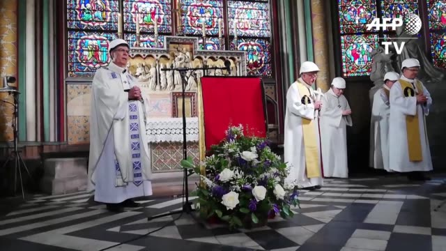 FRA: Notre Dame de Paris albergo su primera misa tras incendio