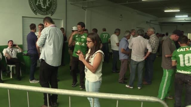 La ciudad de Chapeco al sur de Brasil se preparaba el jueves para recibir los cuerpos de los jugadores y directivos del equipo de futbol Chapecoense...