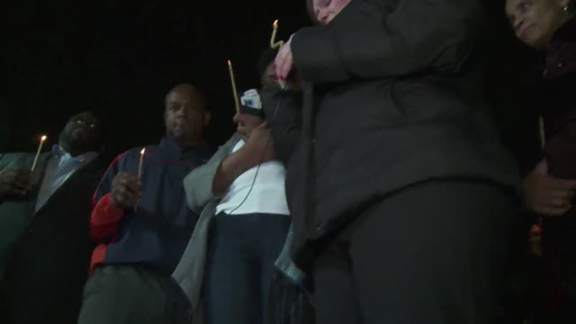 vídeos y material grabado en eventos de stock de la ciudad estadounidense de ferguson vuelve a ser escenario de tensiones raciales despues de que dos policias blancos resultaran heridos de bala... - ee.uu
