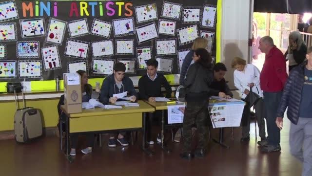 la coalicion del presidente argentino mauricio macri se impuso en las elecciones legislativas el domingo segun encuestas de boca de urna mientras que... - mauricio macri stock videos and b-roll footage