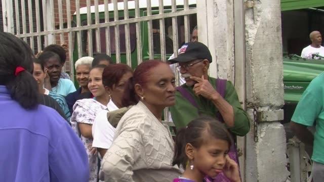 la comision interamericana de derechos humanos denuncio este viernes la situacion de escasez de medicinas y alimentos en venezuela llamando a las... - comida stock videos & royalty-free footage