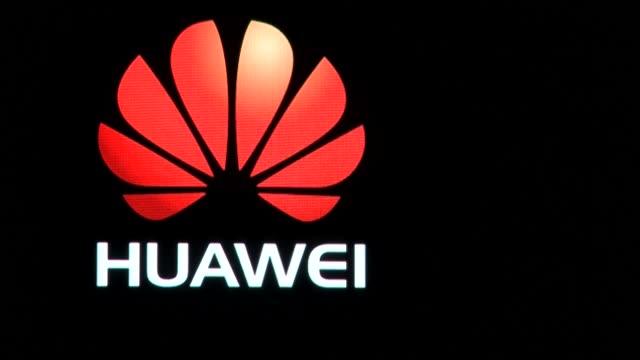 la compañía china huawei superó a samsung y se convirtió en líder mundial en ventas de teléfonos móviles en el segundo trimestre, gracias la demanda... - orthographic symbol stock videos & royalty-free footage