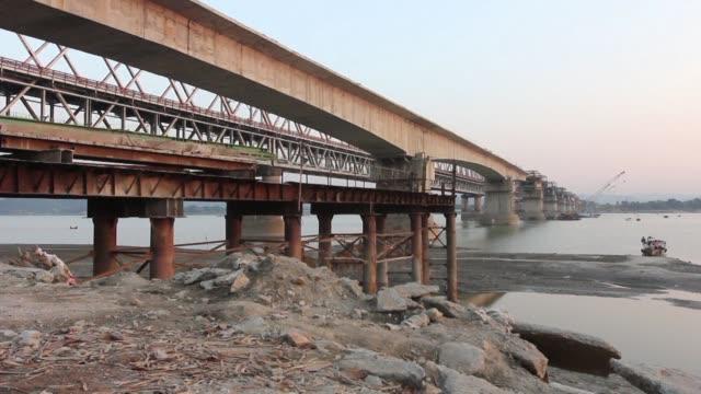 La complicada situacion de aislamiento del noreste de India ha provocado timidos intentos por parte del gobierno para mejorar las infraestructuras de...