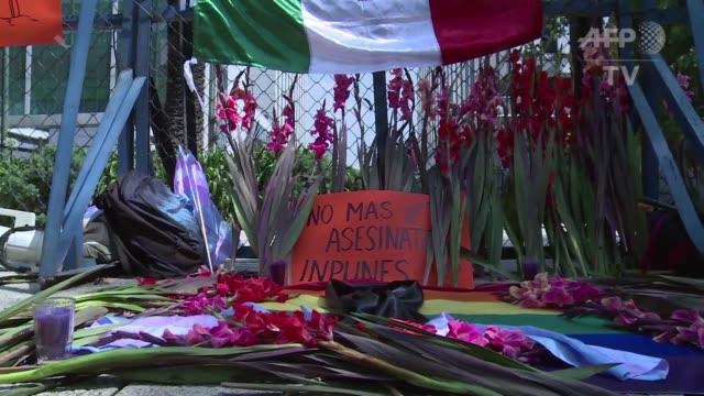 vídeos y material grabado en eventos de stock de la comunidad lgbtti de mexico rindio tributo a sus cuatro compatriotas fallecidos durante el ataque a un bar gay de orlando en la peor matanza de... - ee.uu