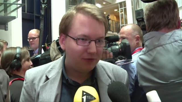 stockvideo's en b-roll-footage met la condena a anders behring breivik fue acogida con satisfaccion por algunos sobrevivientes del bano de sangre en noruega que cobro 77 vidas el ano... - anders behring breivik