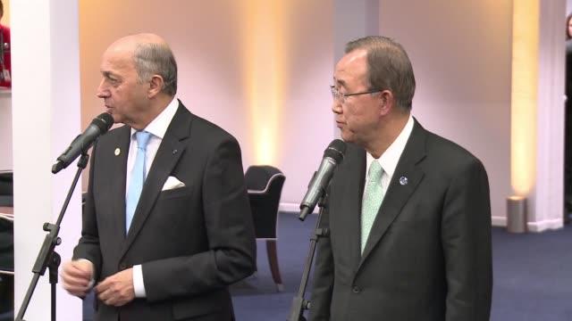 la conferencia de paris sobre el clima extendio hasta el sábado el plazo para cerrar un acuerdo que garantice un futuro viable para el planeta... - planeta stock videos & royalty-free footage