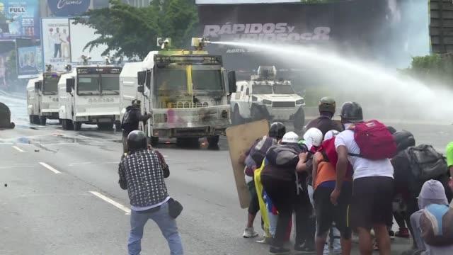 la corte penal internacional anuncio el jueves que abrira un examen preliminar para estudiar presuntos crímenes en venezuela tras recibir... - examen stock videos and b-roll footage