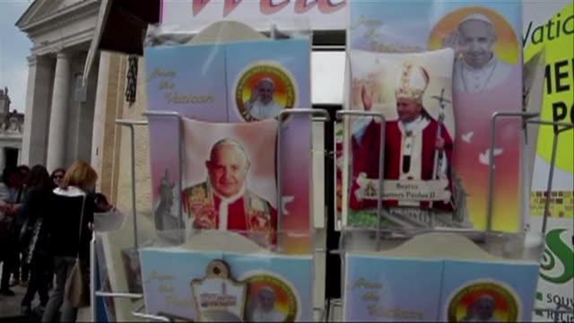 vídeos y material grabado en eventos de stock de la costarricense floribeth mora cuya curacion inexplicable permitira elevar a los altares el domingo al papa juan pablo ii quiere llevar su... - llevar