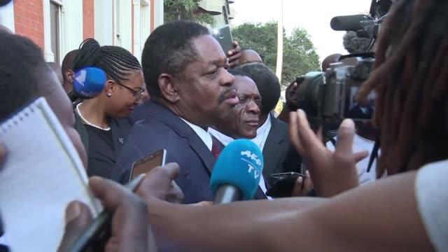 la cour constitutionnelle du zimbabwe statue que les elections presidentielles du 30 juillet etaient libres et equitables - zimbabwe stock videos & royalty-free footage