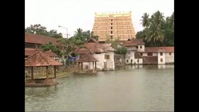 la cour supreme de l'inde a demande qu'un conservateur soit nomme pour aider a entretenir un tresor decouvert dans le soussol d'un temple hindou... - inde stock videos & royalty-free footage