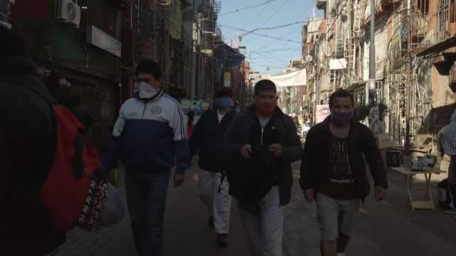 vídeos de stock, filmes e b-roll de la crisis económica causada por la pandemia del coronavirus dejará 11,5 millones de nuevos desempleados en el 2020 en américa latina, lo cual... - número 7