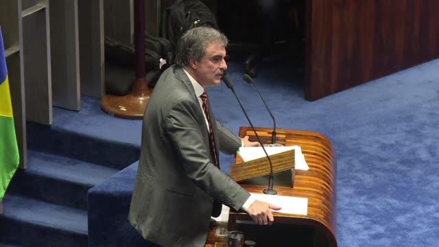 la defensa de la presidenta suspendida de brasil dilma rousseff declaro hoy ante el senado antes de que el pleno vote a favor o en contra de la... - politica stock videos & royalty-free footage
