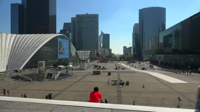 la defense, paris, france, europe - 座る点の映像素材/bロール