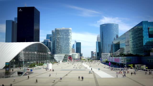 vidéos et rushes de la défense, paris - bâtiment vu de l'extérieur