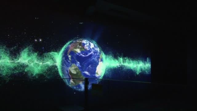 La emocion esta en aumento en el acelerador de protones mas grande del mundo donde los cientificos estan a punto de lanzar una caceria de particulas...