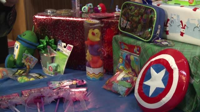 vídeos y material grabado en eventos de stock de la encuesta anual sobre la seguridad de los juguetes en eeuu indica que los fabricantes no cumplen en muchos casos las leyes de produccion poniendo... - ee.uu