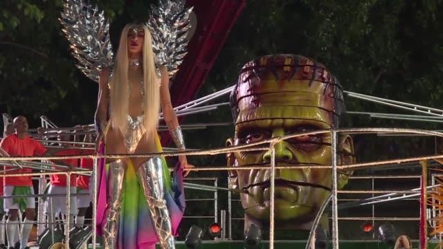 La escuela de samba Beija flor se corono el miercoles ganadora del carnaval de Rio de Janeiro con un desfile en contra de la corrupcion y la...