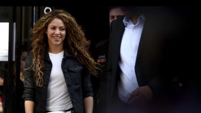 la estrella colombiana shakira y su compatriota carlos vives fueron absueltos por un tribunal espanol de una demanda por supuesto plagio de su exito... - shakira stock videos & royalty-free footage