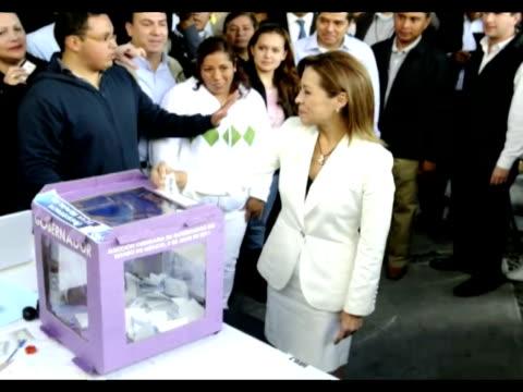 stockvideo's en b-roll-footage met la ex diputada y ex ministra del partido oficialista en mexico accion nacional josefina vazquez fue elegida candidata presidencial para los comicios... - presidentskandidaat