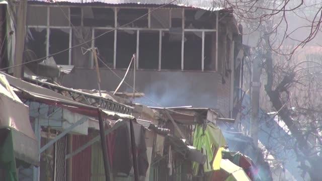 la explosion de una ambulancia bomba en kabul dejo el sábado alrededor de un centenar de muertos y mas de 150 heridos - kabul stock videos & royalty-free footage