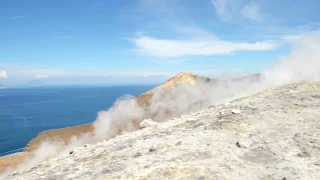 la fossa vulcano su eolie island - rocking video stock e b–roll