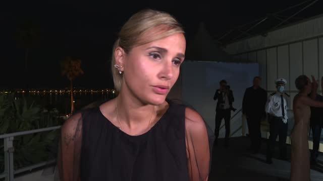 "FRA: Francesa Julia Ducournau, segunda directora en ganar la Palma de Oro por ""Titanio"""